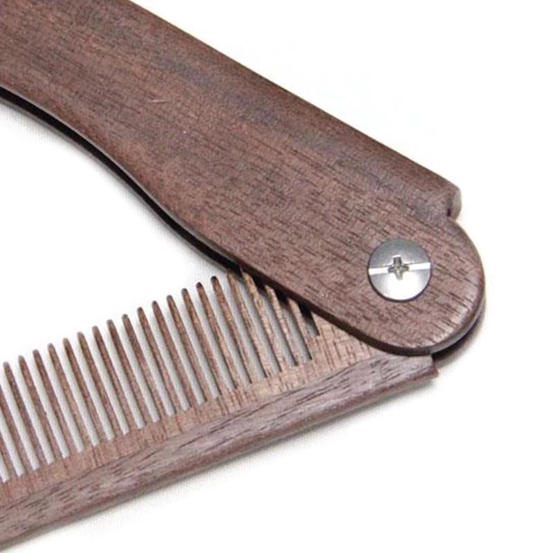 Détail peigne à barbe bois de santal